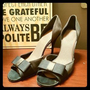 Stuart Weitzman brown bow heels